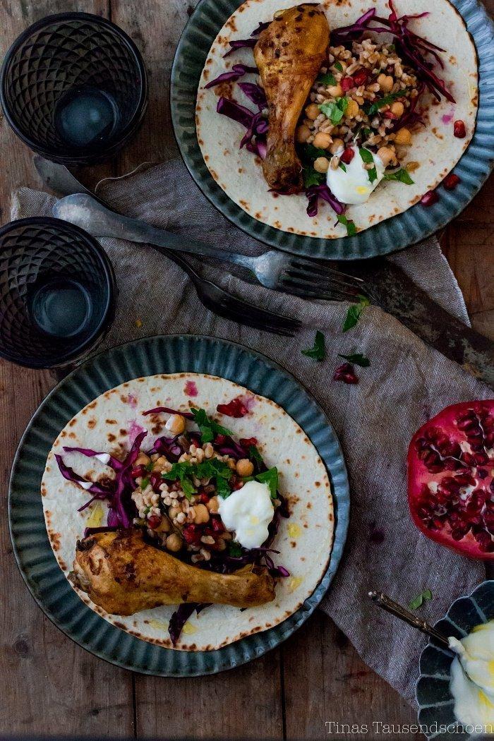 Tortilla mit Hähnchen und Kichererbsensalal