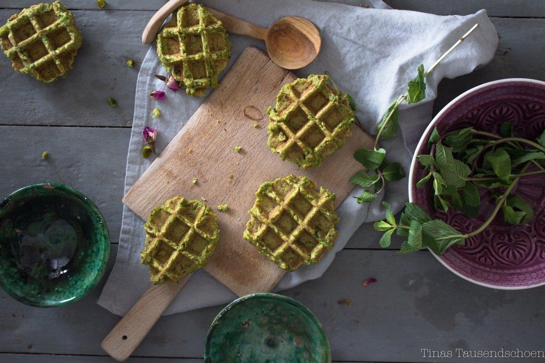 fawaffeln rote beete hummus und pistazien minz pesto tinastausendsch n. Black Bedroom Furniture Sets. Home Design Ideas