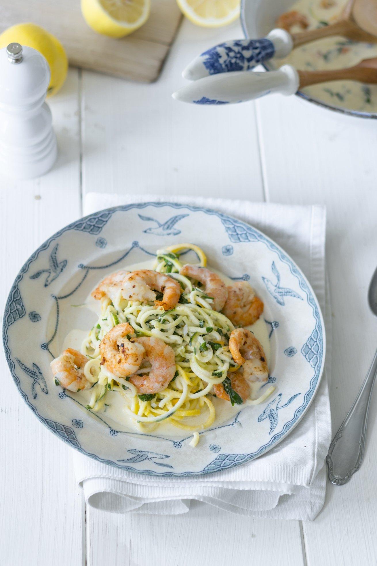 Zitronige Zucchini Pasta mit Chilli Prawns
