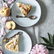 Pfirsich-Mandel-Tarte mit Thymian Crème