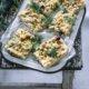 Herzhafter Streuselkuchen mit Räucherlachs und Dill