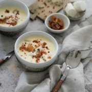 Kartoffelsuppe mit Parmaschinken und Ziegenkäse