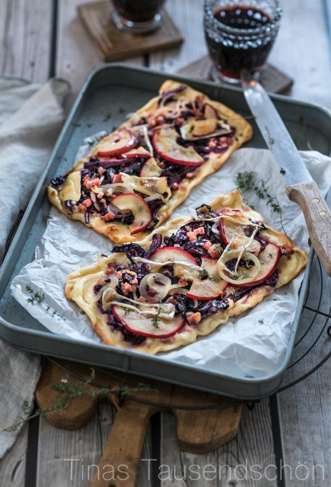 Rotkohl Flammkuchen mit Äpfeln und Camembert