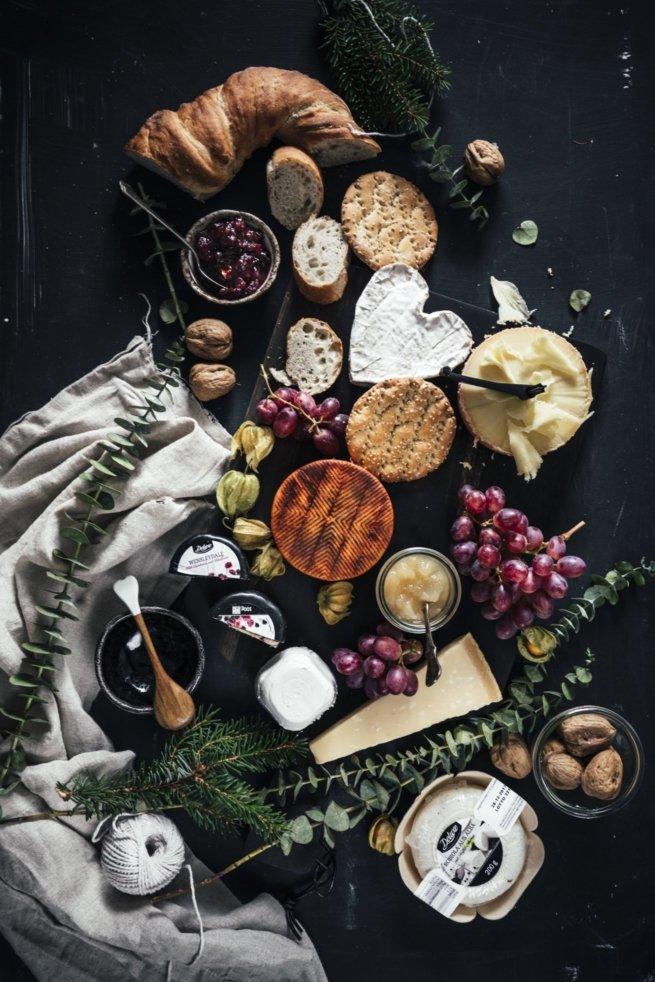 Viel Käse, Birnen Rosmarin Kompott und Pflaumen Chutney!