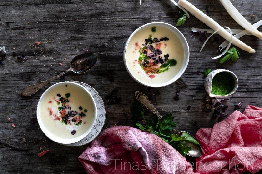 Zitronige Spargel Creme Suppe mit Petersilienöl