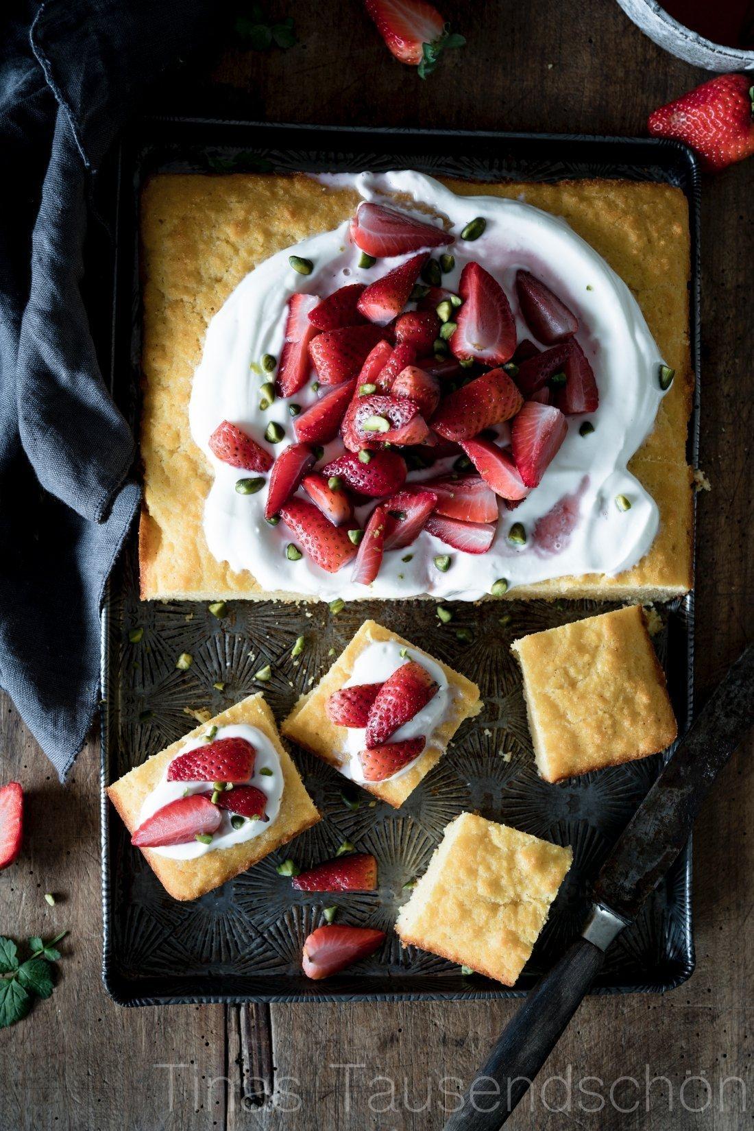 Saftiger Erdbeer Orangenblüten Polentakuchen