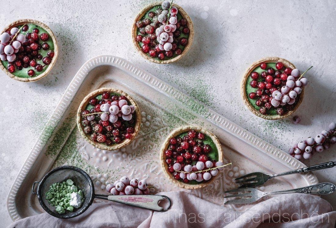 Tartelettes mit Matcha Creme und Johannisbeeren_