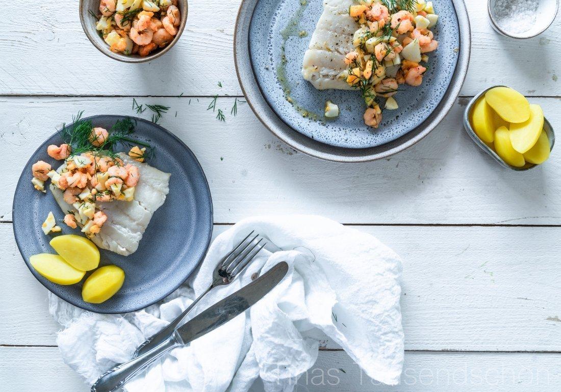 Pochierter Kabeljau mit Eier-Garnelen Butter