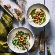 Samtige Sellerie Birnen Suppe mit gerösteten Curry Kichererbsen