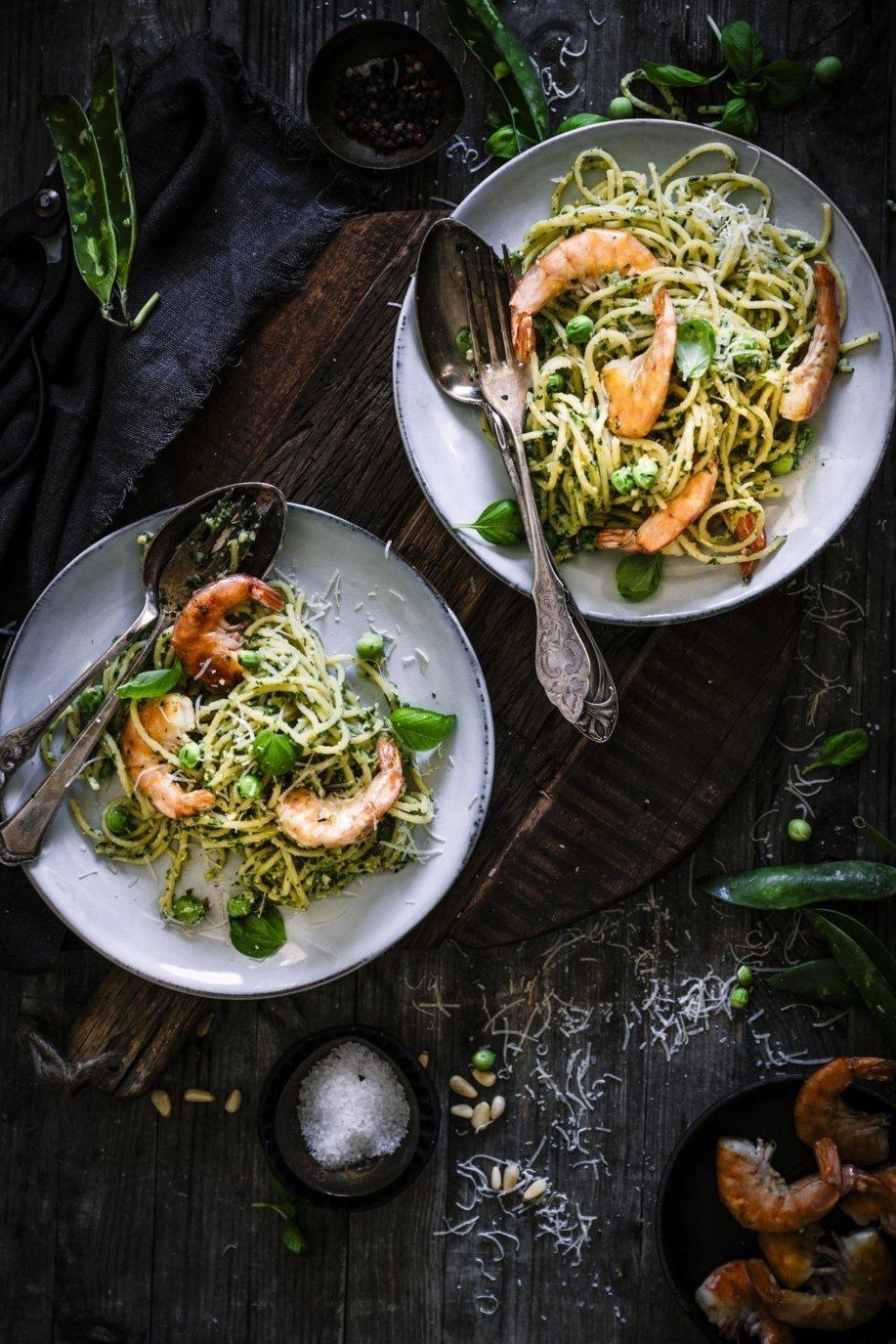 Spaghetti mit Erbsen Pesto und Garnelen