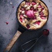 Erdbeer Pfannenkuchen mit Sorbet