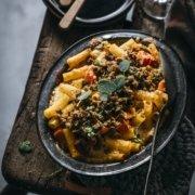 Rigatoni Kürbis Auflauf mit 4 Käsesorten und Bröseln