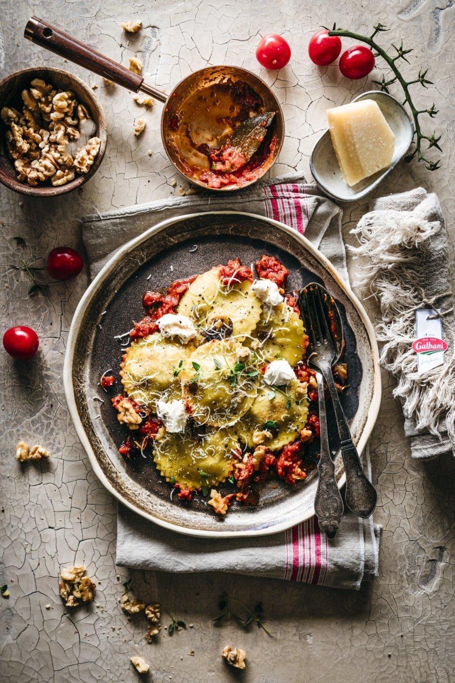 Selbstgemachte Ravioli mit Auberginen Walnuss Füllung