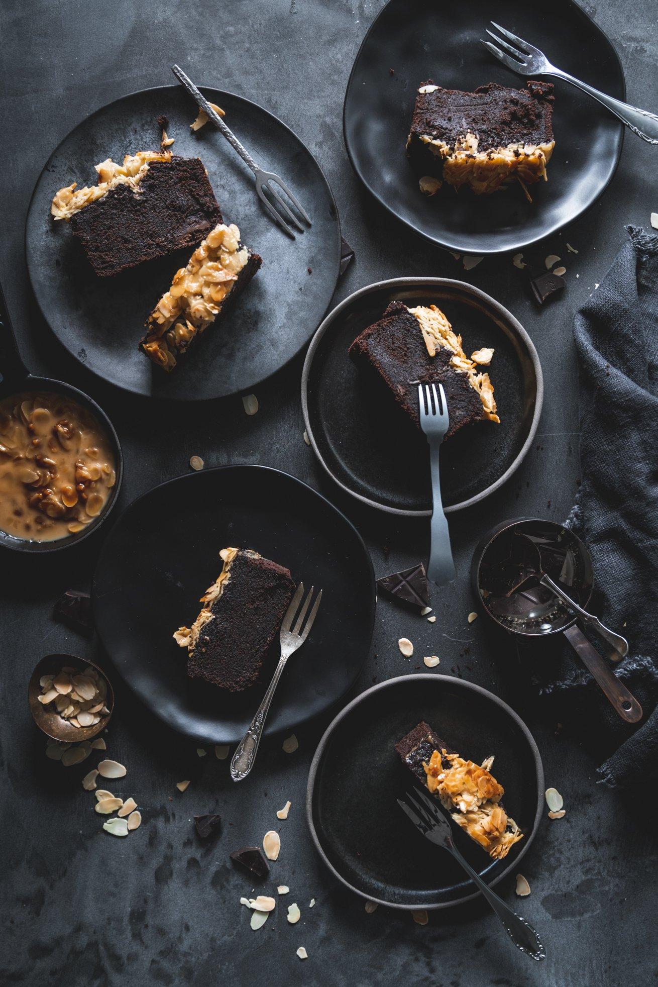Saftigster Schokokuchen mit Florentiner Mandelkruste