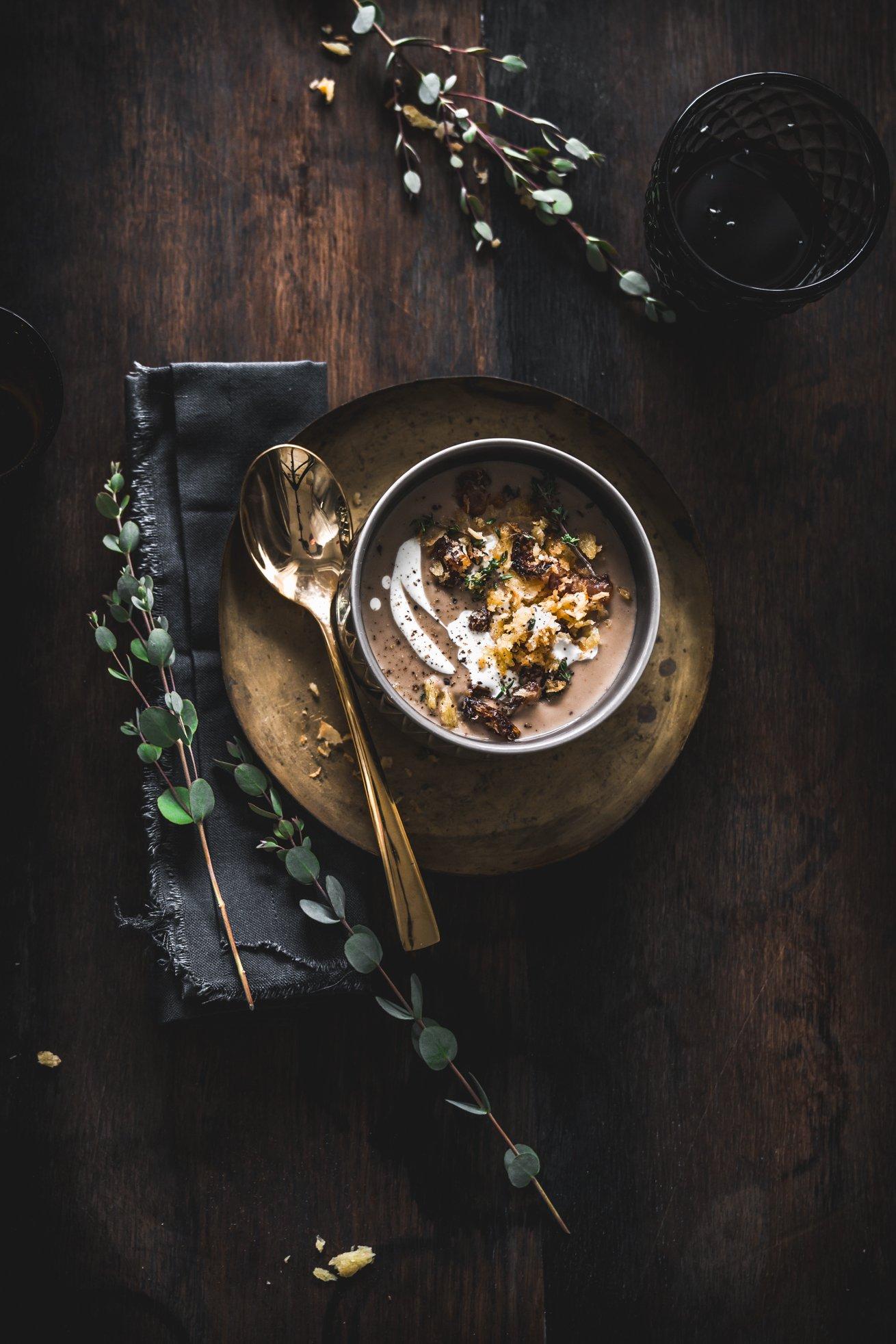 Maronen Portwein Suppe mit Dattel Speck Crunch