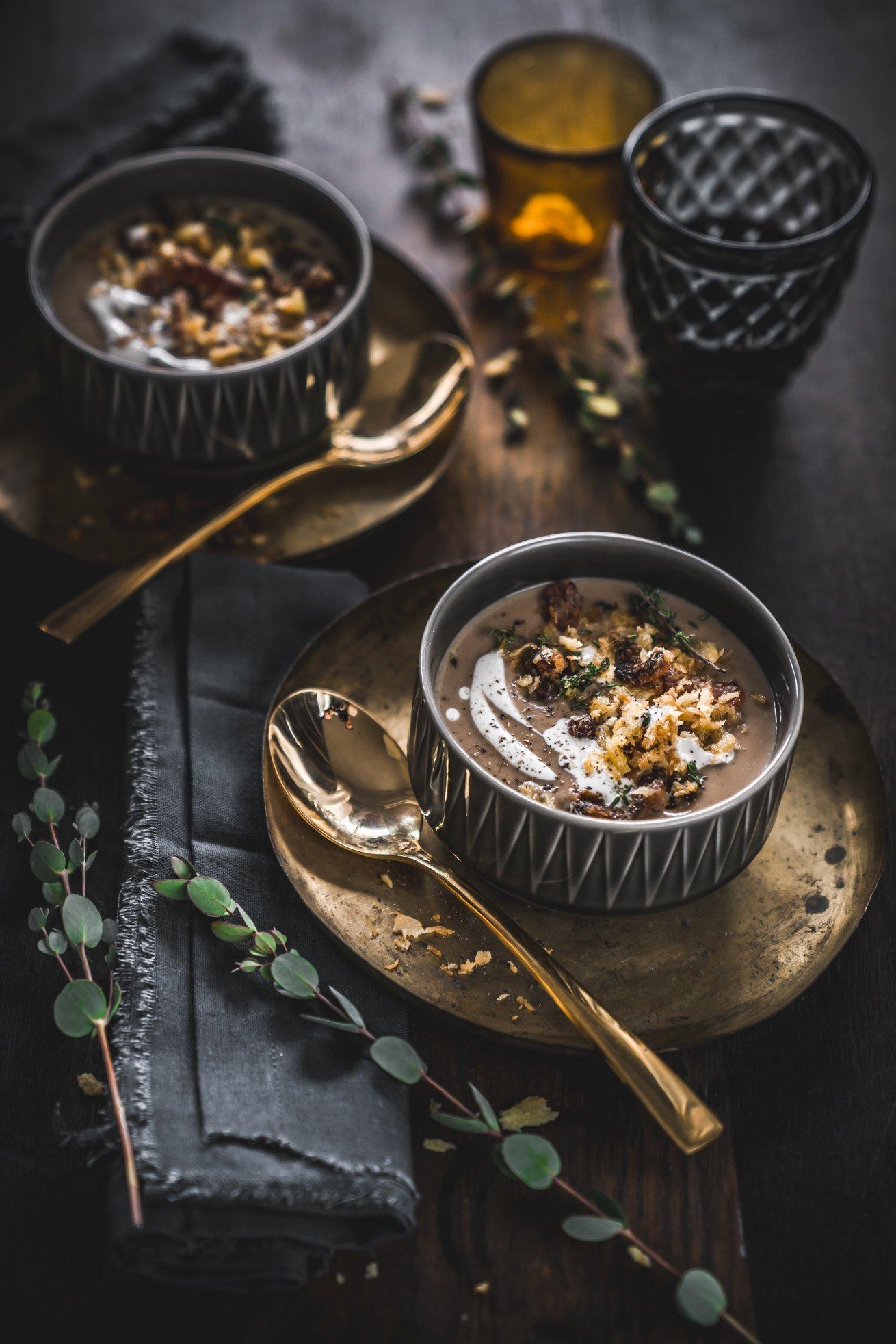 Edle Maronen Portwein Suppe mit Dattel Speck Crunch