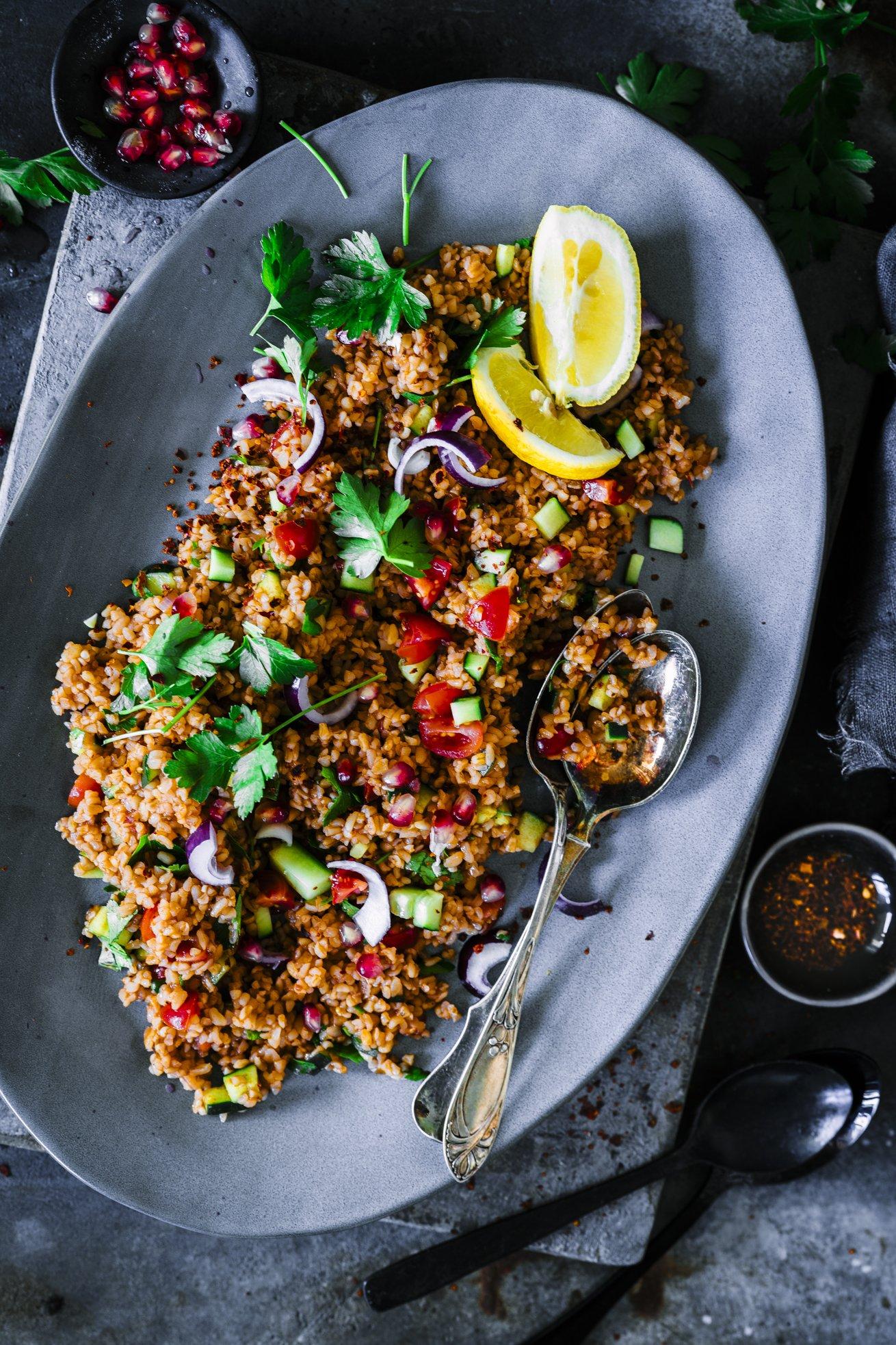 Wir lieben Bulgur Salat als Beilage zum Grillen. Am liebsten ganz klassisch türkisch.
