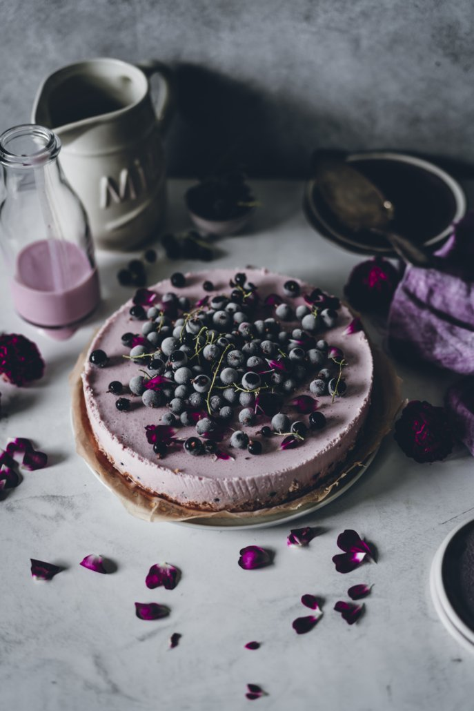 Cassis Buttermilch No Bake Torte