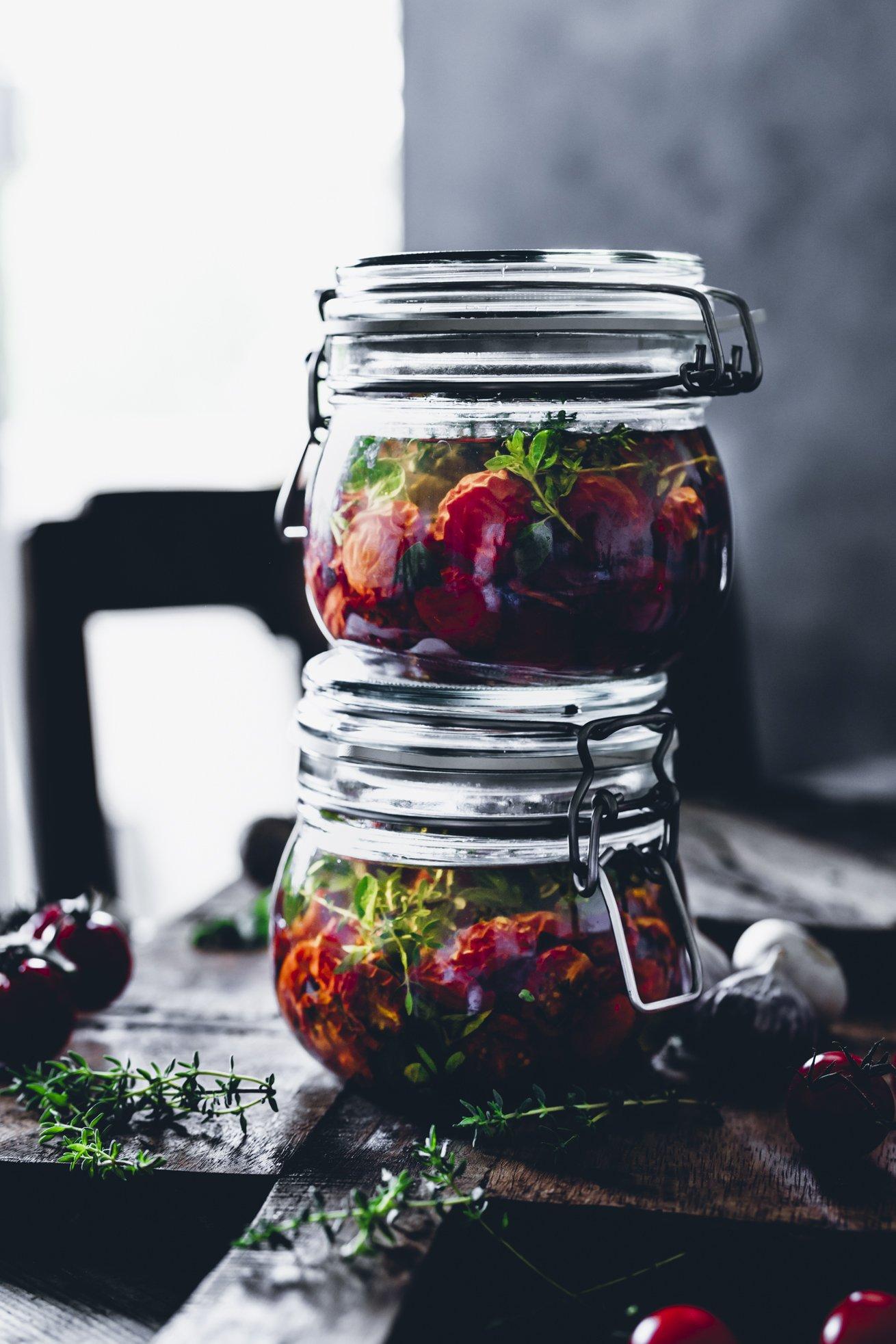 Halbgetrocknete Cherry Tomaten eingelegt in Öl.