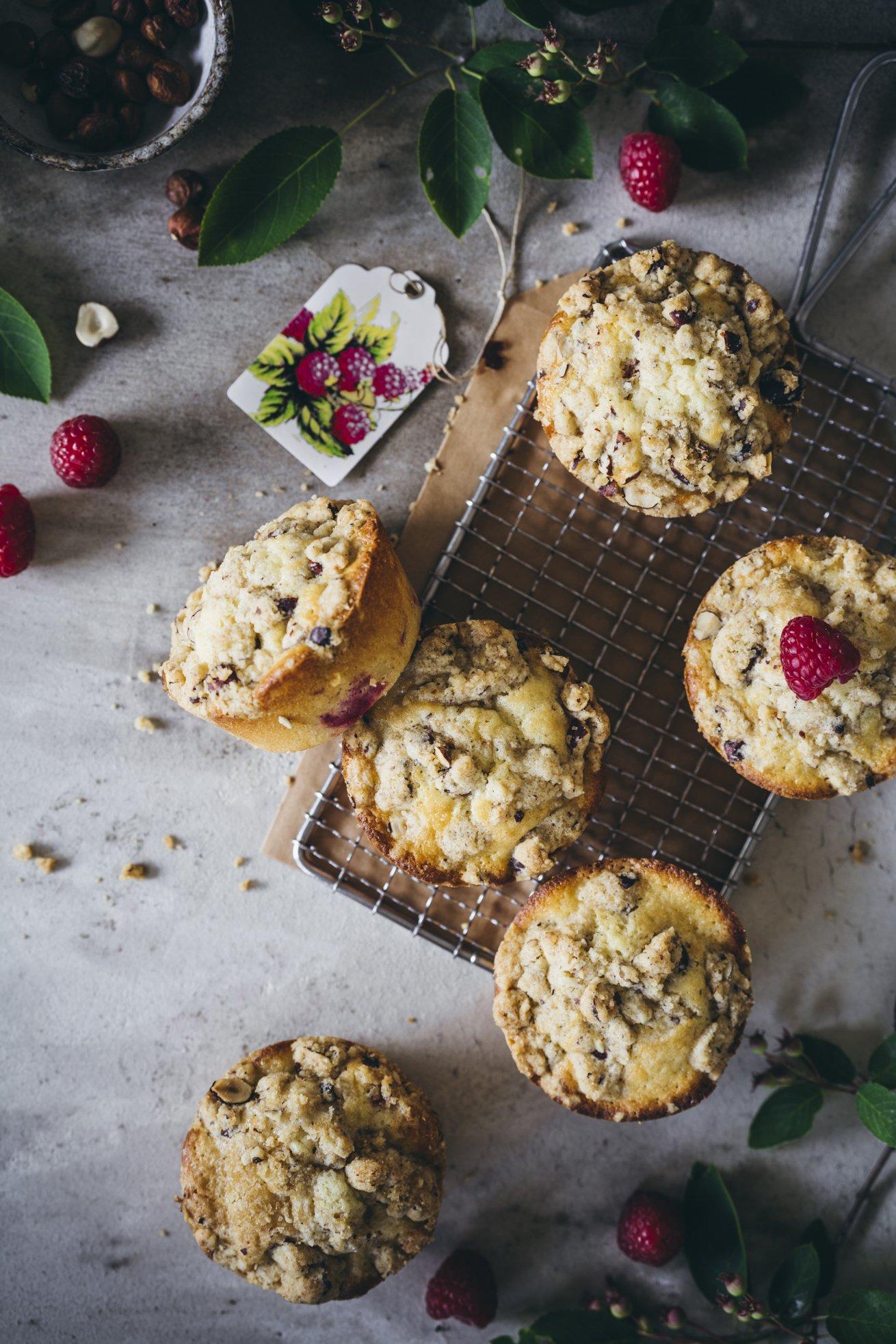 Super einfache Muffins mit einem Topping aus Haselnuss Streuseln