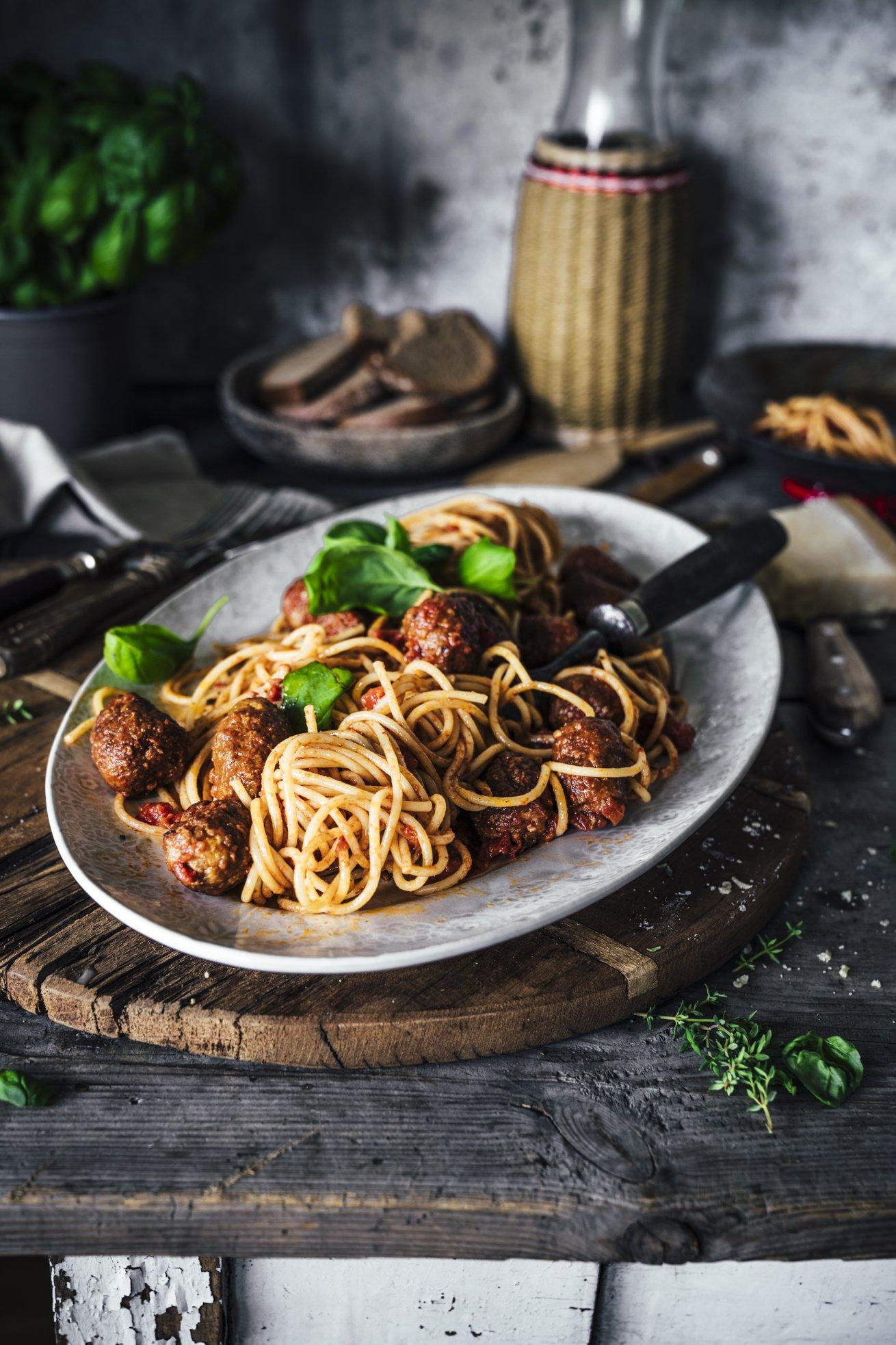Spaghetti mit Tomatensauce und Salsiccia Bällchen