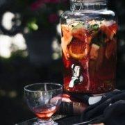 Weltbester Sommerdrink. Aperol Spritz Sangria mit Melonen