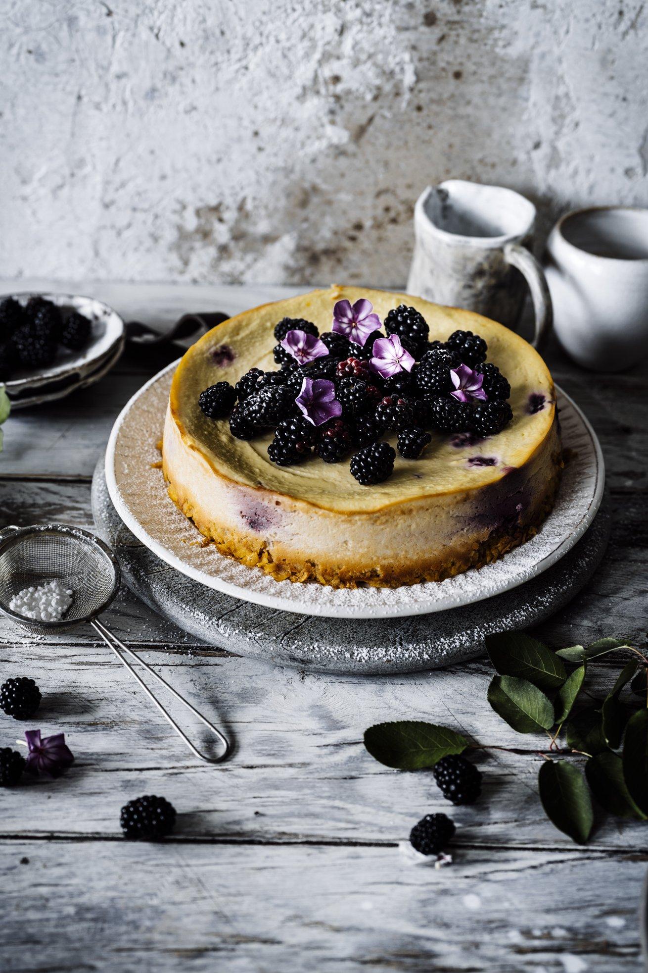 Einfaches Rezept für einen kalorienarmen Cheesecake mit Brombeeren