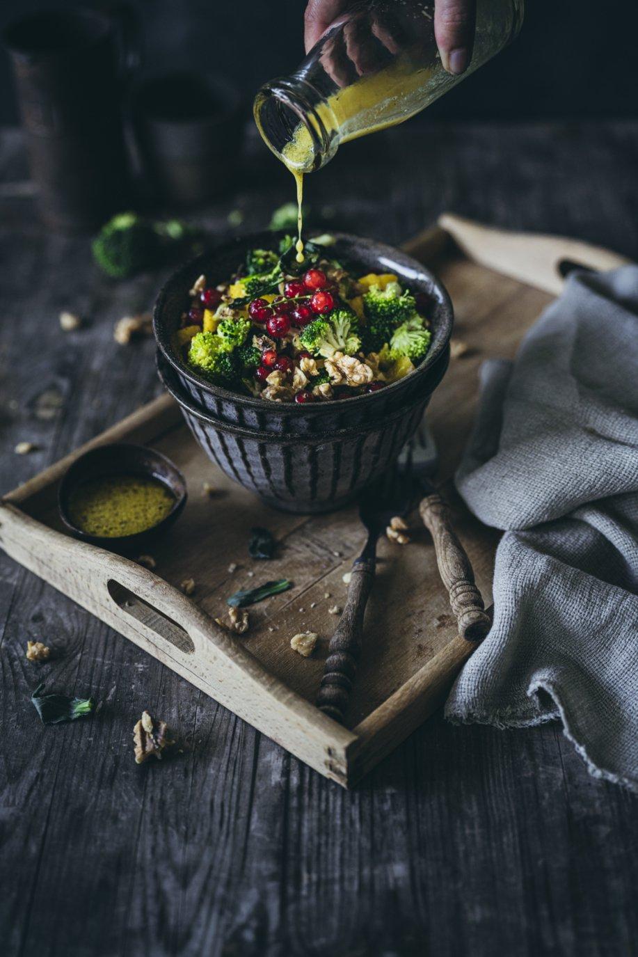 Fruchtiger Brokkoli Salat mit Mango Dressing