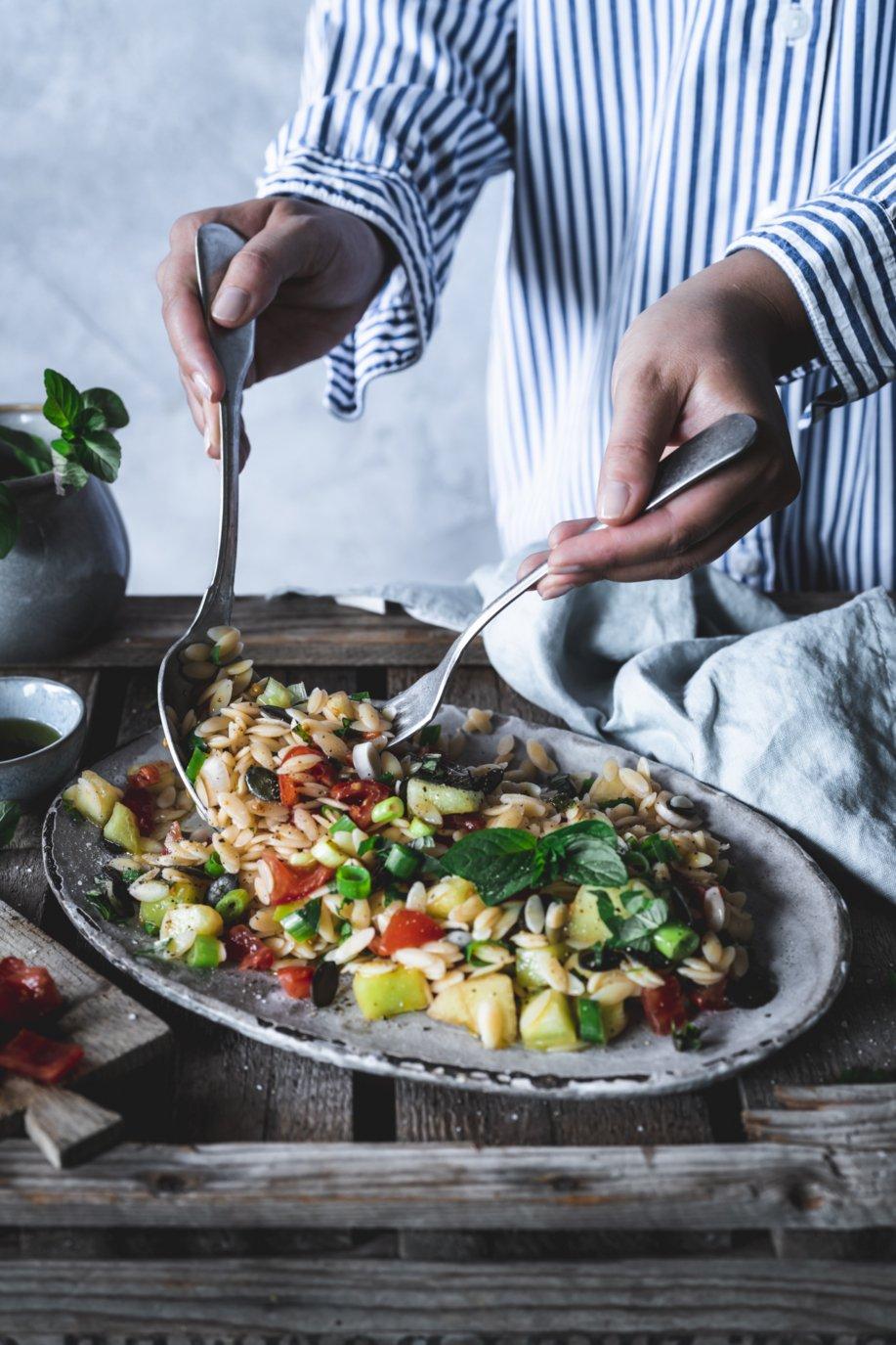 Pasta Orzo Salat mit Melone