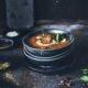 Einfaches Rezept für unsere Lieblings Tomatensuppe mit Linsenbällchen