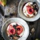 Einfaches Rezept für Frühstück mit Joghurt und pochierten Birnen