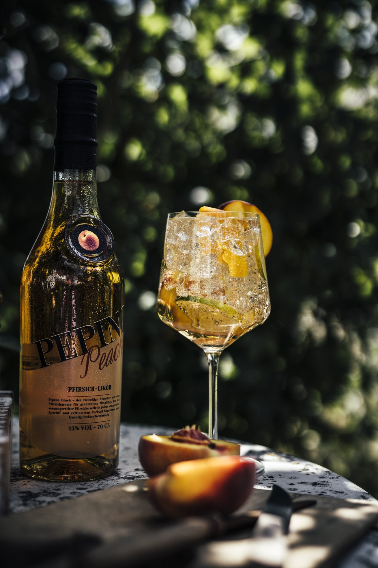 Unser erfrischender Sommerdrink - Pfirsich Likör, Tonic Water und viel Eis