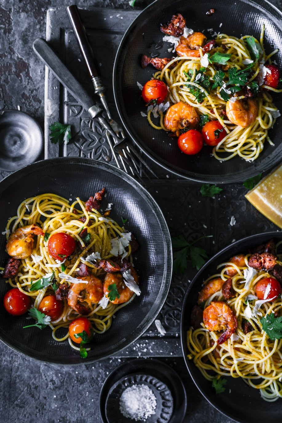 Schnelle Sommerpasta - einfaches Rezept für Spaghetti Surf and Turf