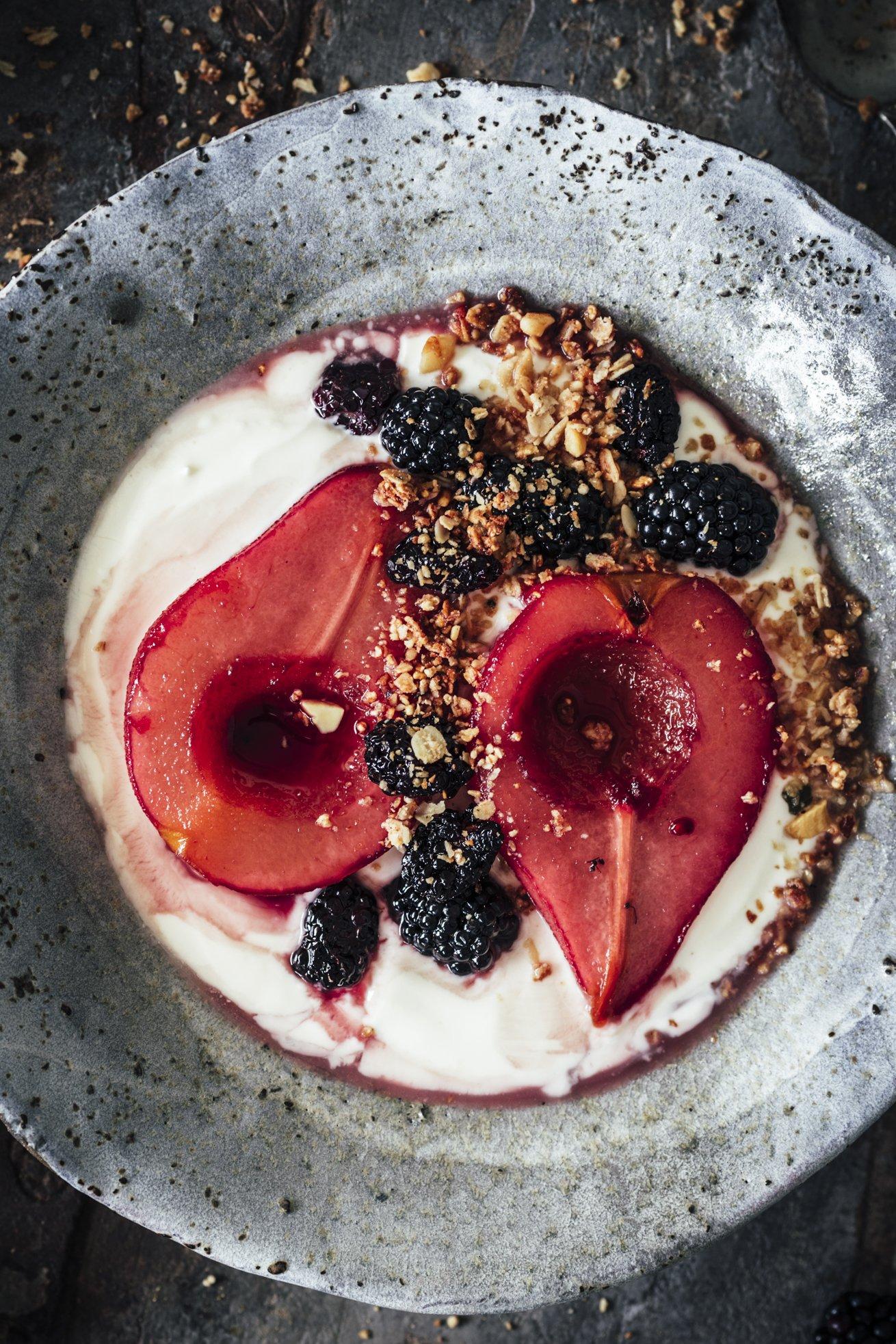 Perfekte als Meal Prep - Frühstück mit Joghurt und Cassis Birnen
