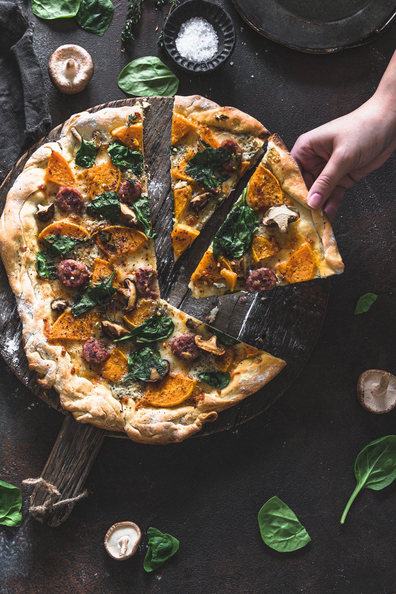 Herbst Pizza mit Kürbis und Stilton