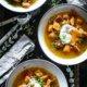 Leckere Kürbissuppe aus Hokkaido und Schälerbsen