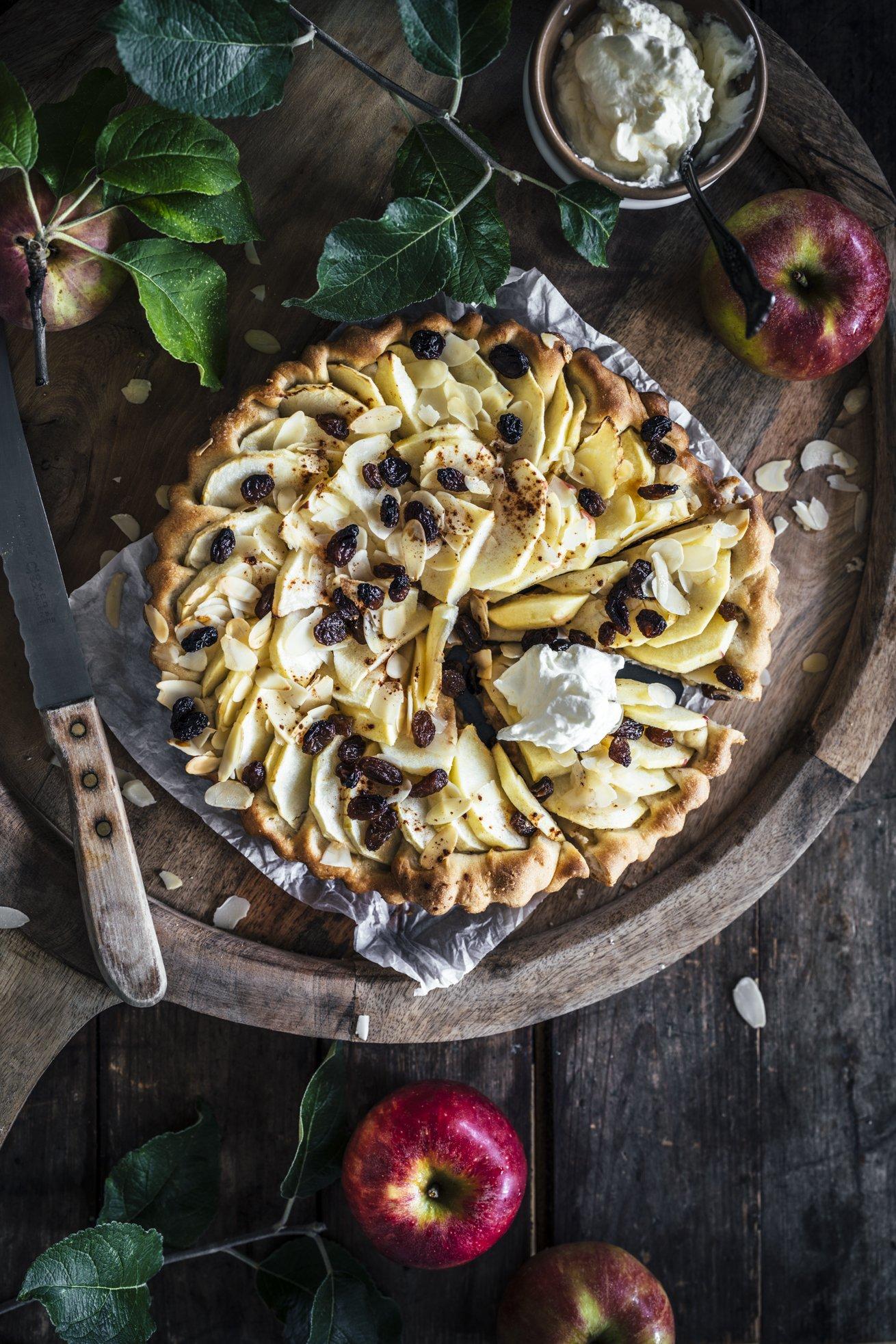 Bester Apfelkuchen mit Hefeteig und Rum Rosinen - einfaches Rezept