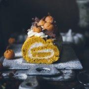 Herbstliche Kürbis Biskuitrolle