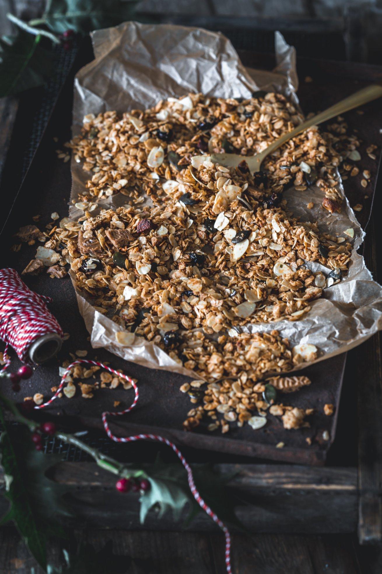 Selbstgemachtes Granola als Weihnachtsgeschenk