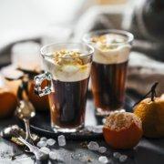Selbstgemachter Mandarinen Sirup und beschwipster Kaffee