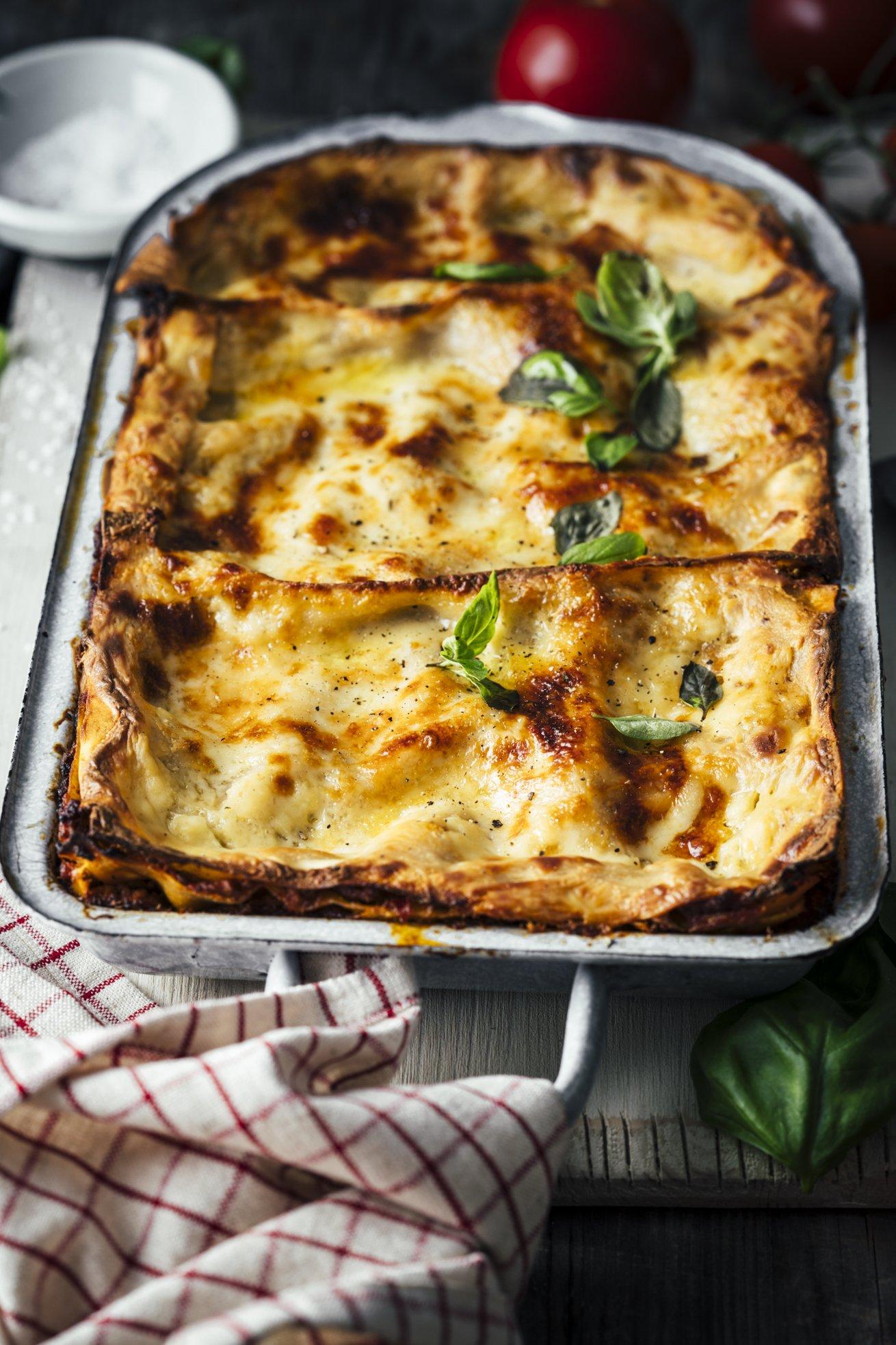 Traditionelle Lasagne Bolognese mit selbstgemachtem Nudelteig