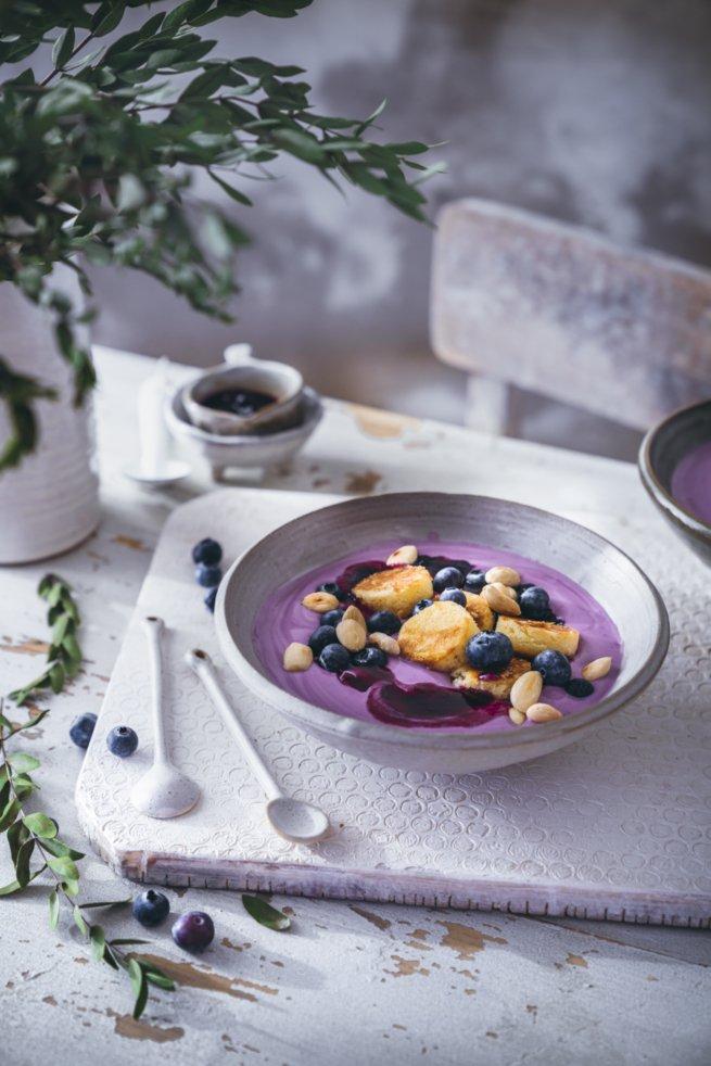 Blaubeer Joghurt Bowl mit Mandeln