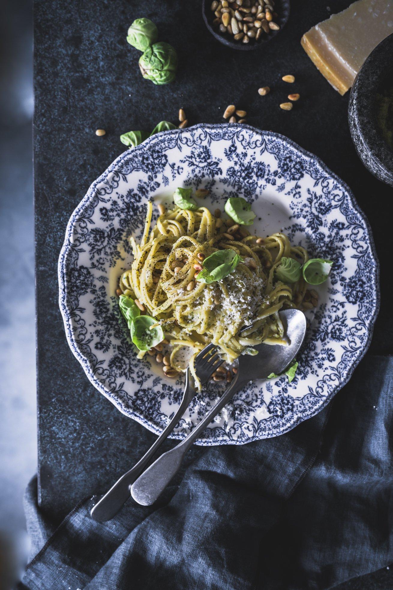 Spaghetti mit Rosenkohl Pesto