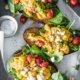Rührei Brot mit Spinat, Feta und Tomaten