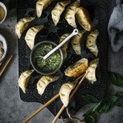 Vegetarische Wan Tan mit Pesto