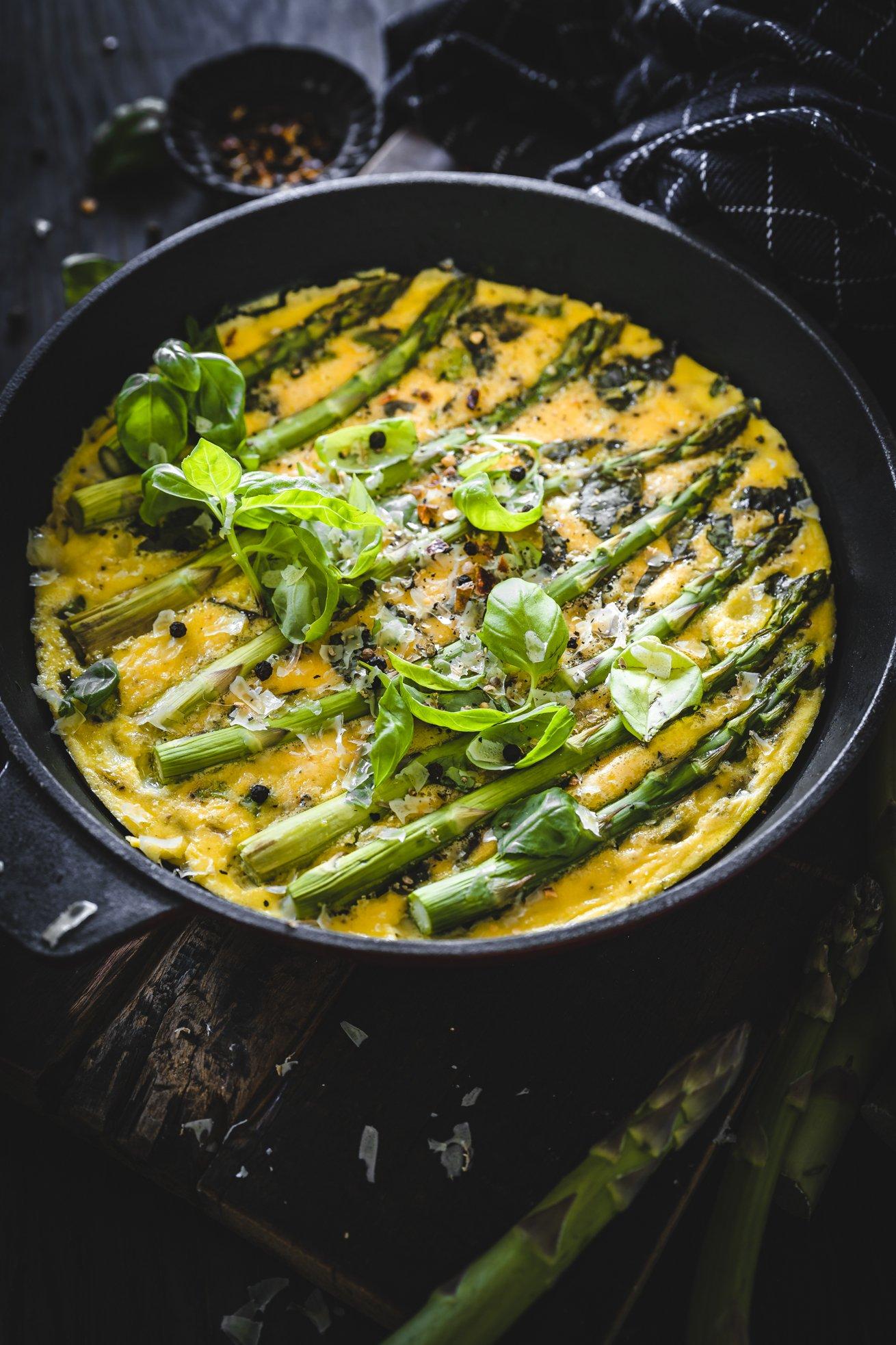 Omelett mit Spargel und Basilikum