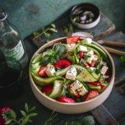Gurken Salat mit Erdbeeren und Feta