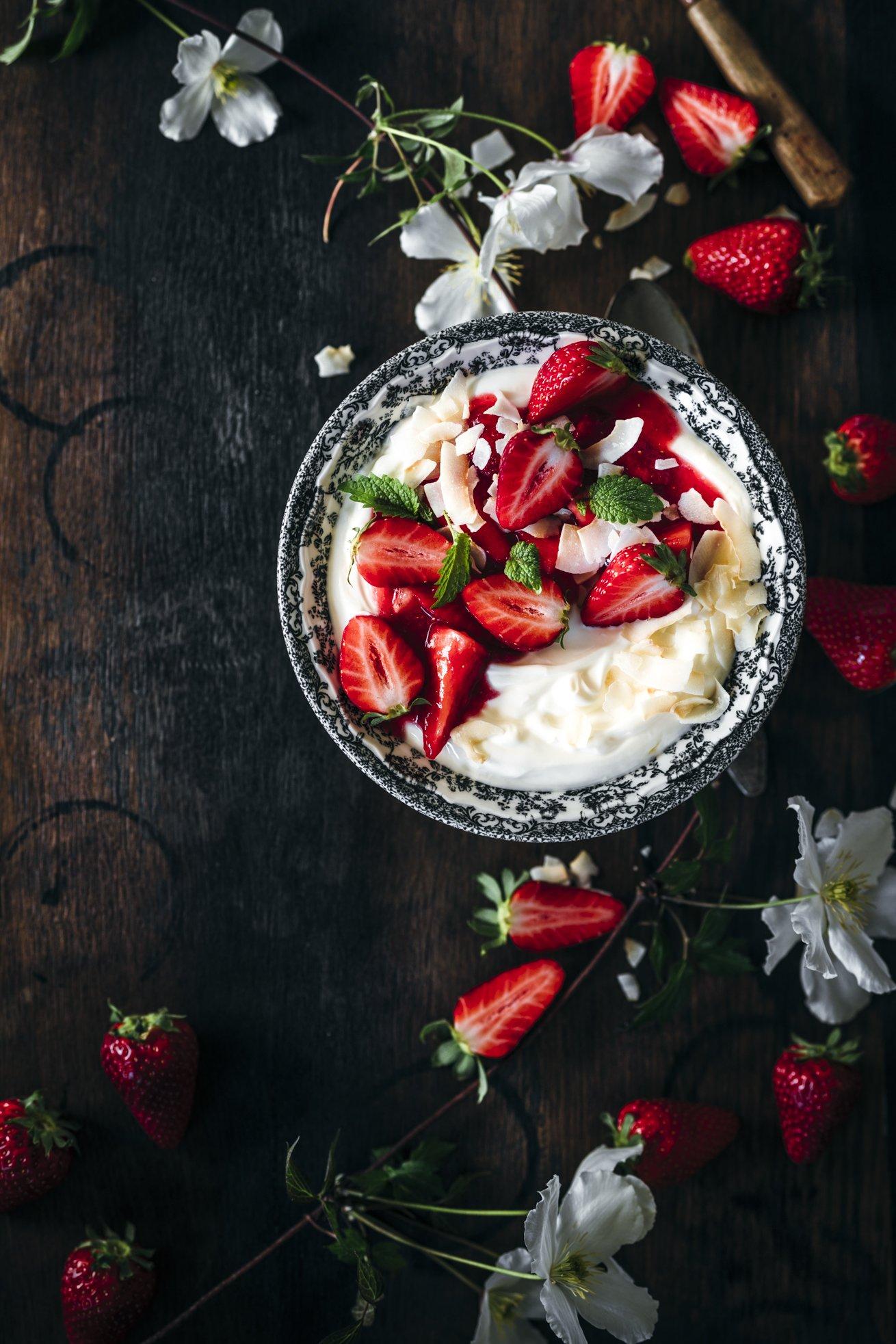 Kokos Joghurt mit Erdbeeren