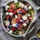 Fruchtiger Radieschensalat mit Erdbeeren