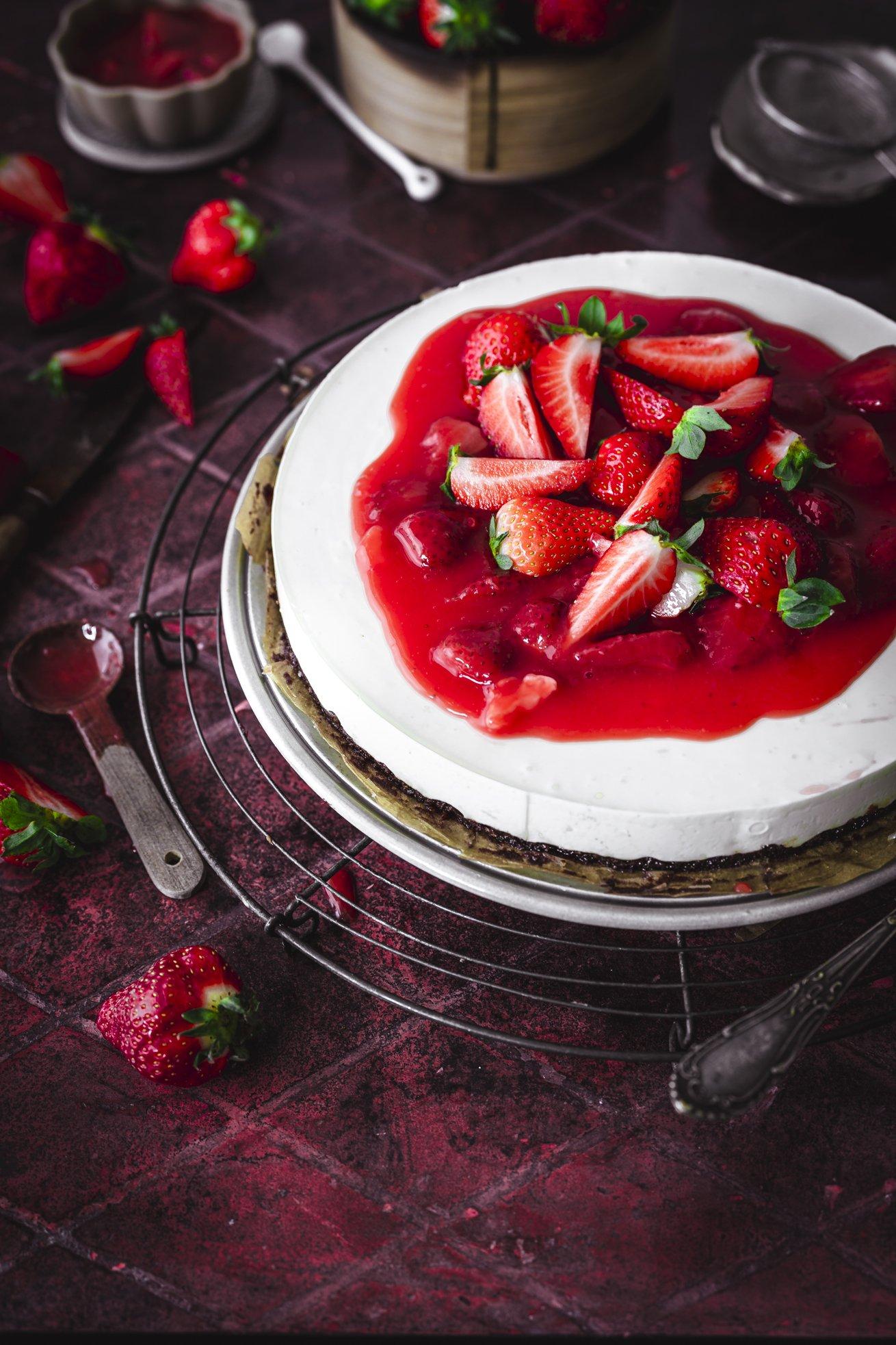 Sauerrahm Kuchen mit Erdbeeren